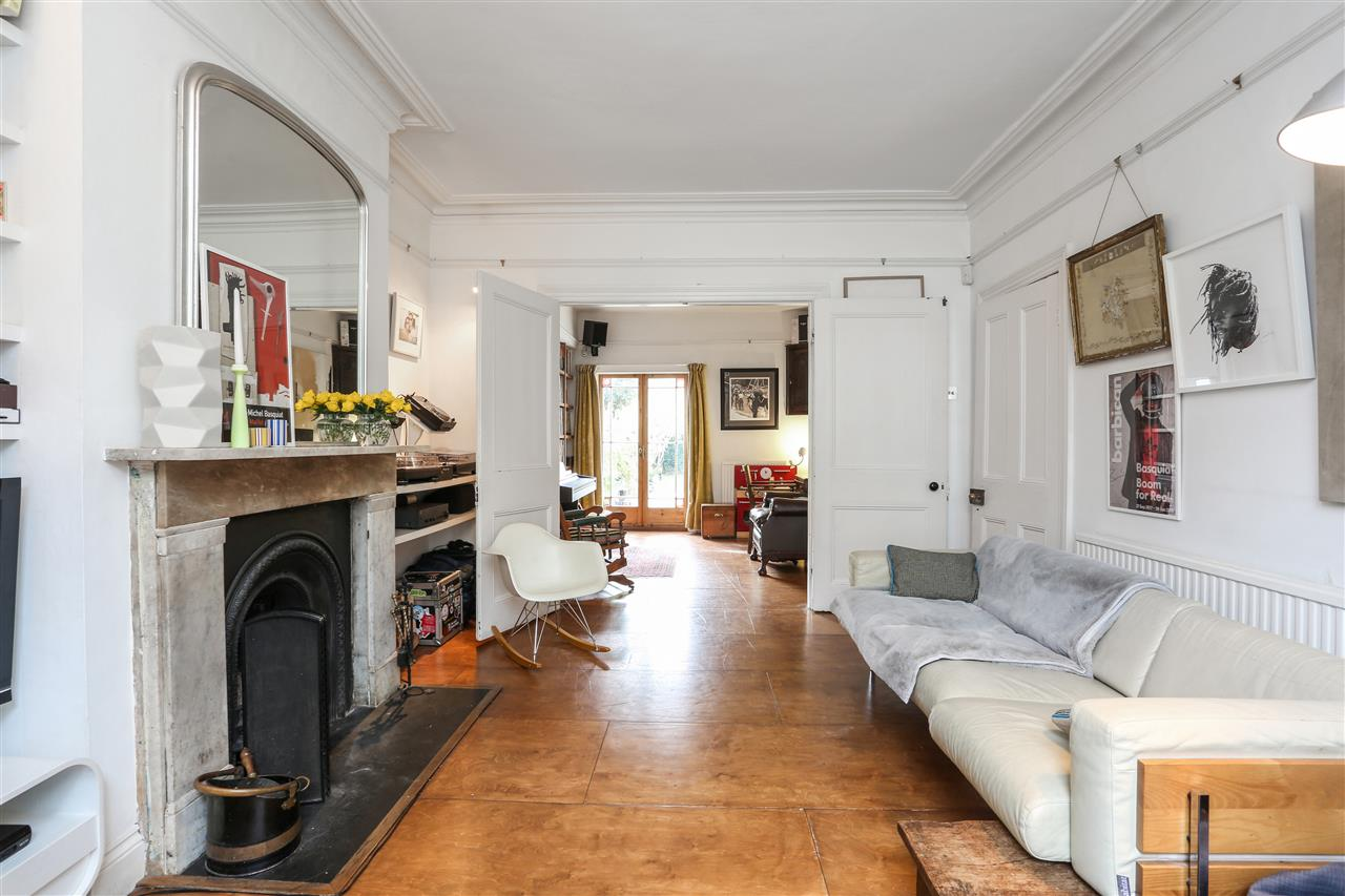 4 bed house for sale in Yerbury Road, London 3