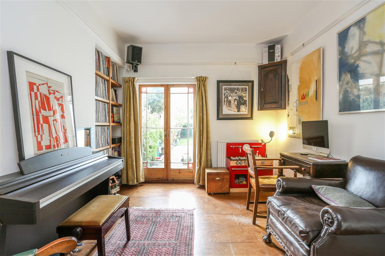 4 bed house for sale in Yerbury Road, London 5