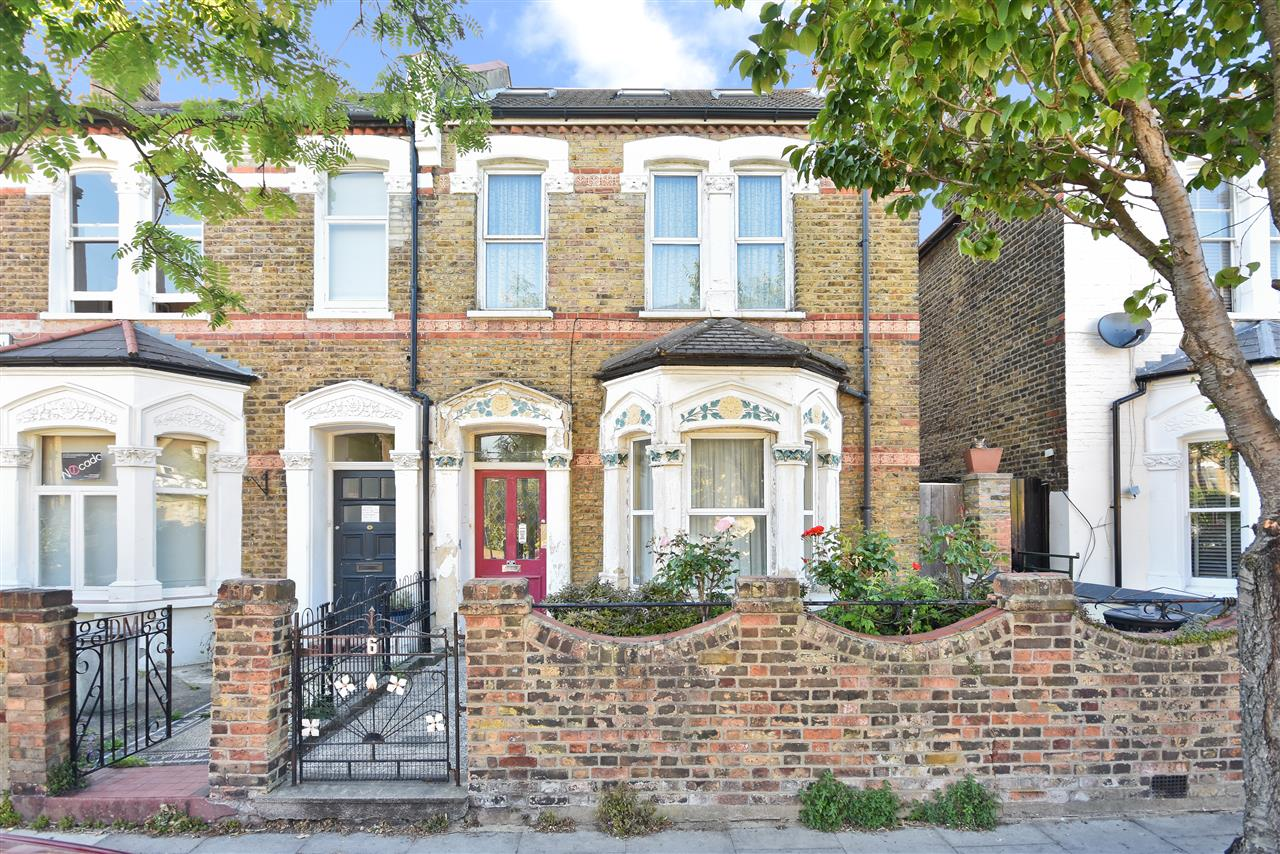 4 bed semi-detached for sale in Tytherton Road, London, N19