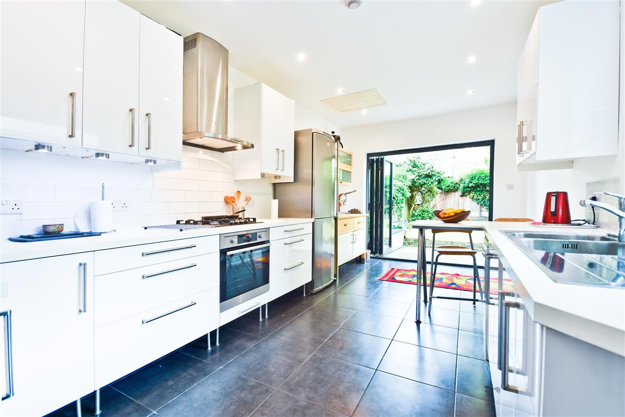 5 bed terraced for sale in Yerbury Road, London - Property Image 1