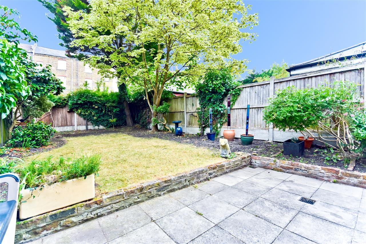 5 bed terraced for sale in Yerbury Road, London 10