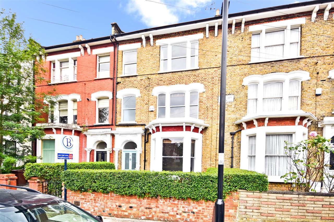 5 bed terraced for sale in Yerbury Road, London 18