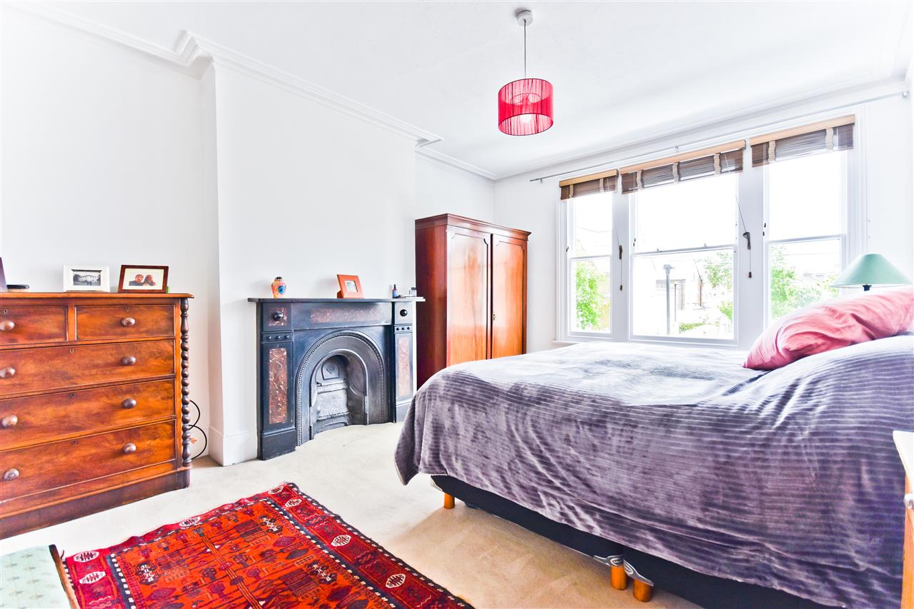 5 bed terraced for sale in Yerbury Road, London 5