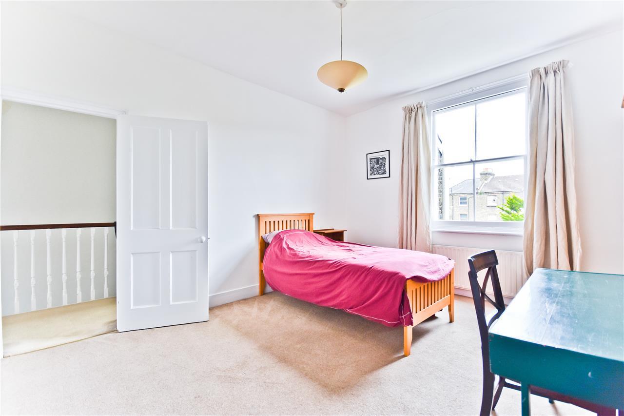 5 bed terraced for sale in Yerbury Road, London 7