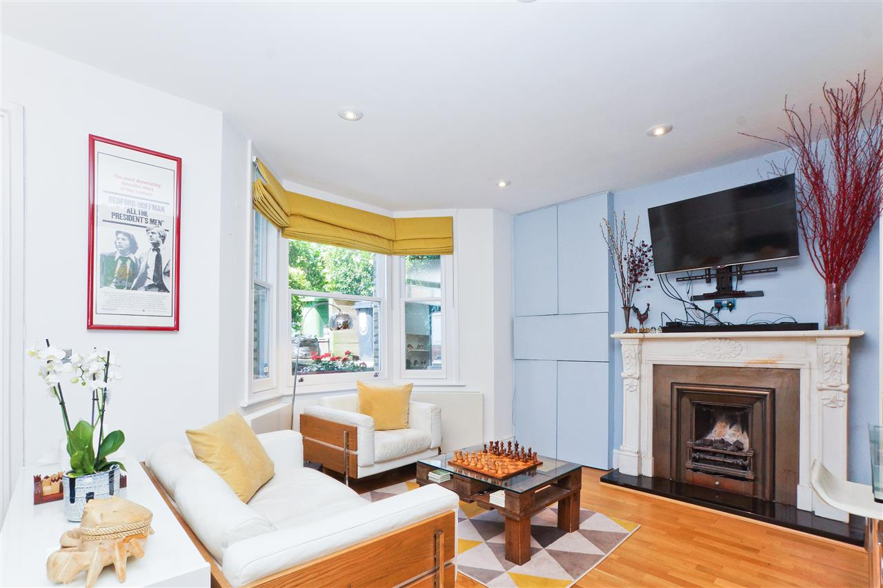 3 bed flat for sale in Huddleston Road, London, N7