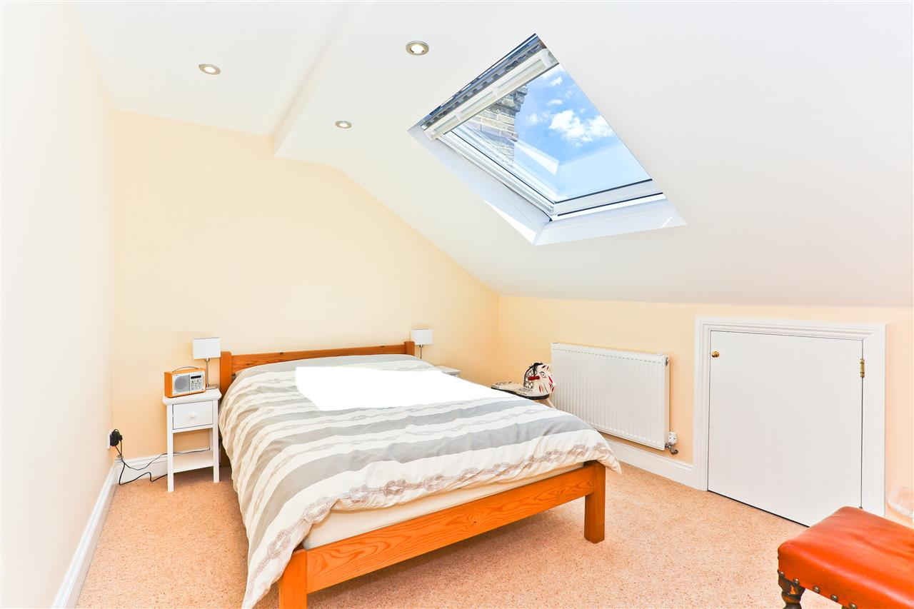 6 bed terraced for sale in Mercers Road, London 12