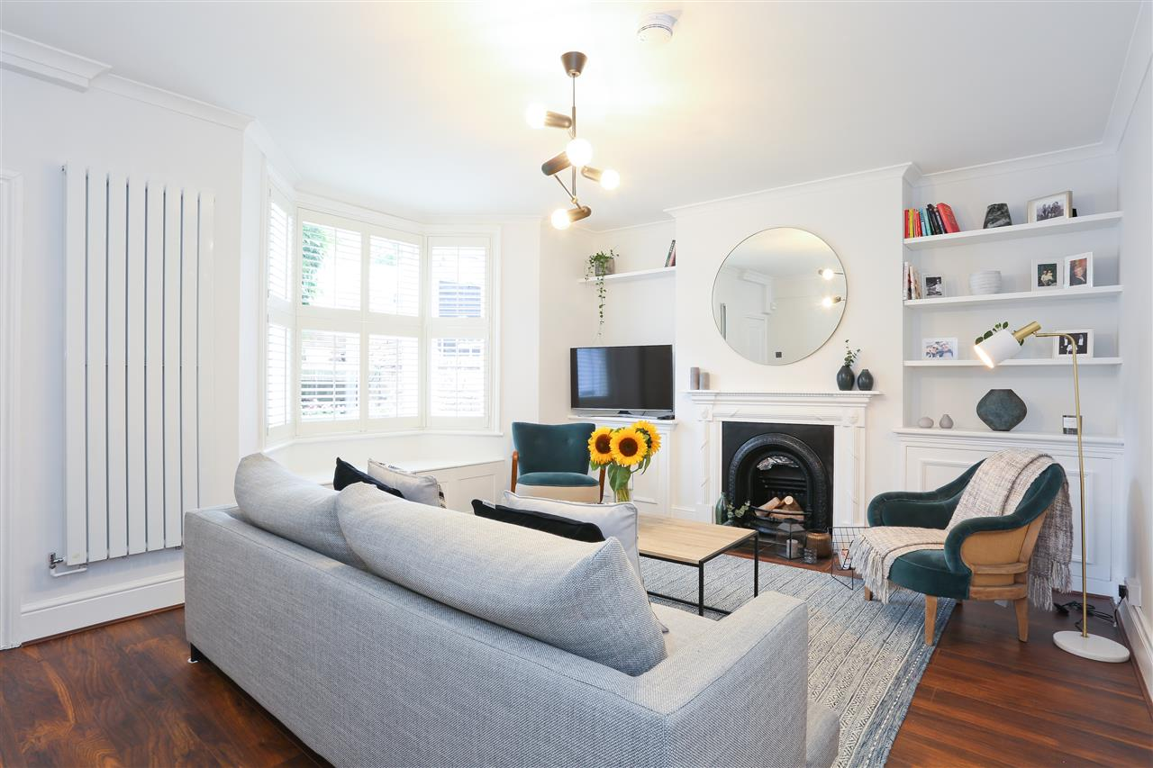 2 bed flat for sale in Huddleston Road, London, N7