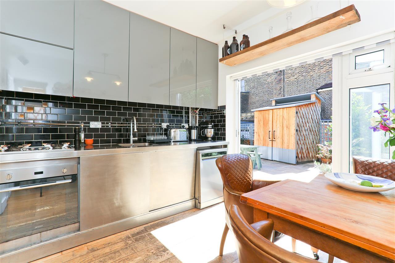 2 bed flat for sale in Landseer Road, London, N19