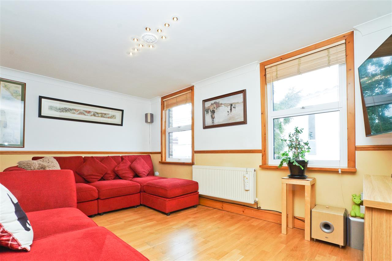 2 bed flat for sale in Littlefield Close, London, N19