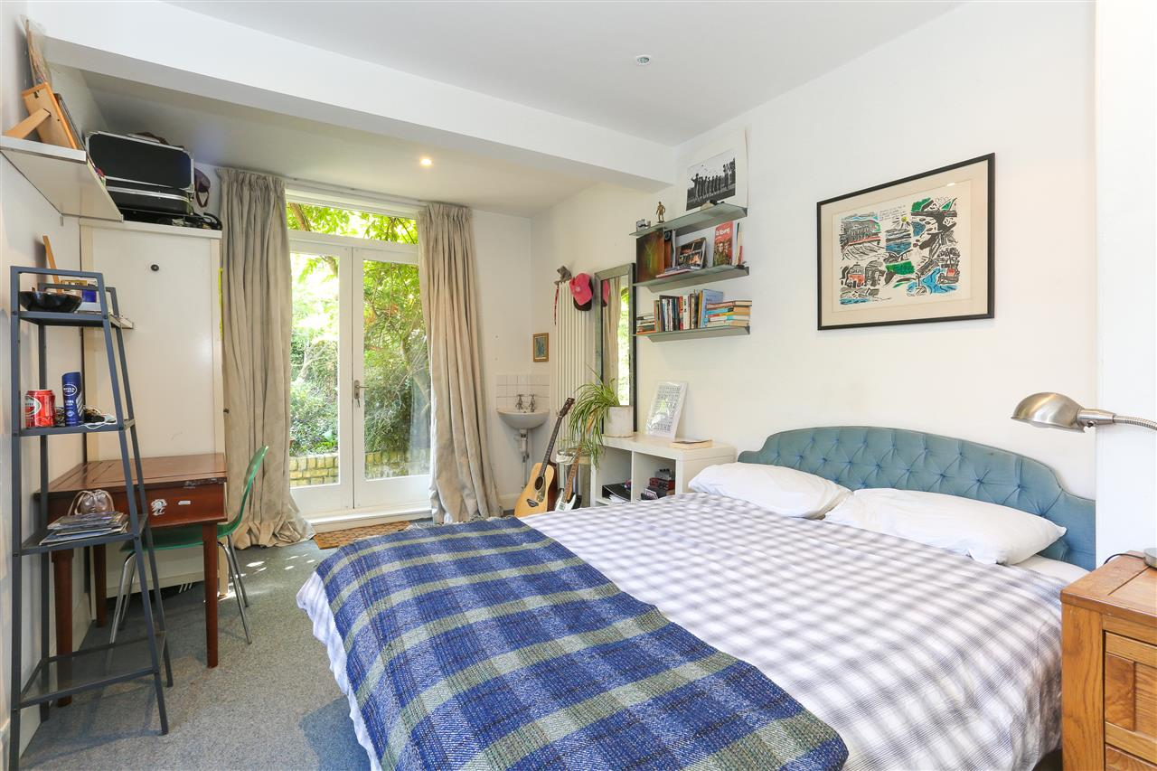 5 bed end-of-terrace for sale in Archibald Road, London 12