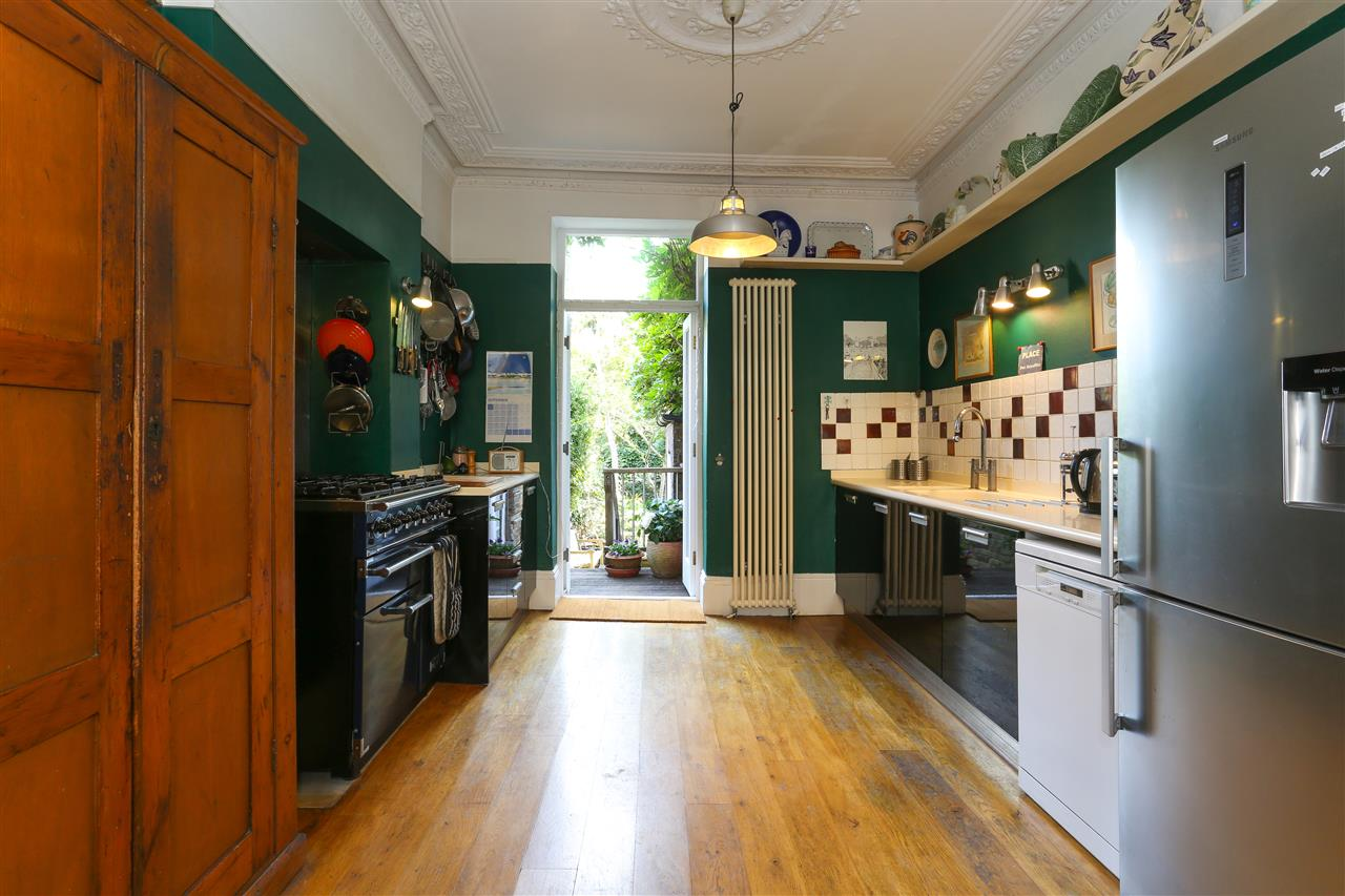 5 bed end-of-terrace for sale in Archibald Road, London 4