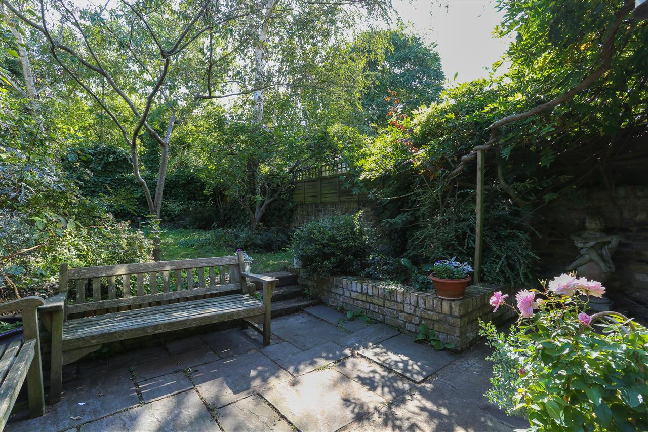 5 bed end-of-terrace for sale in Archibald Road, London 9