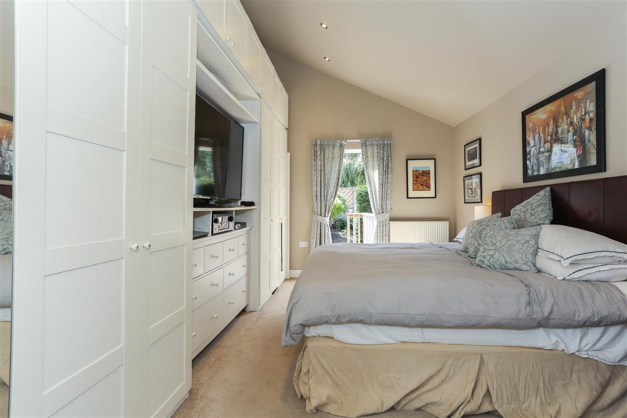 6 bed terraced for sale in Brecknock Road, London 12
