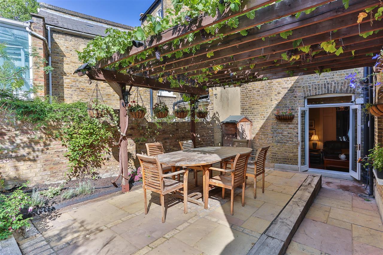 6 bed terraced for sale in Brecknock Road, London 9