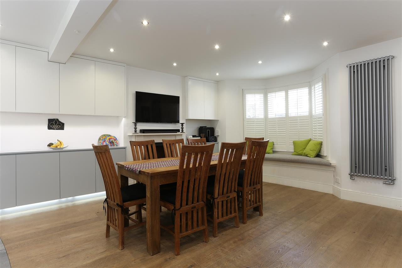 4 bed terraced for sale in Hugo Road, London 10
