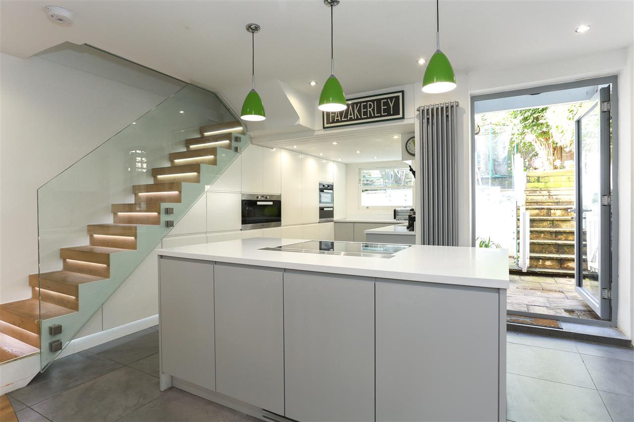 4 bed terraced for sale in Hugo Road, London 7