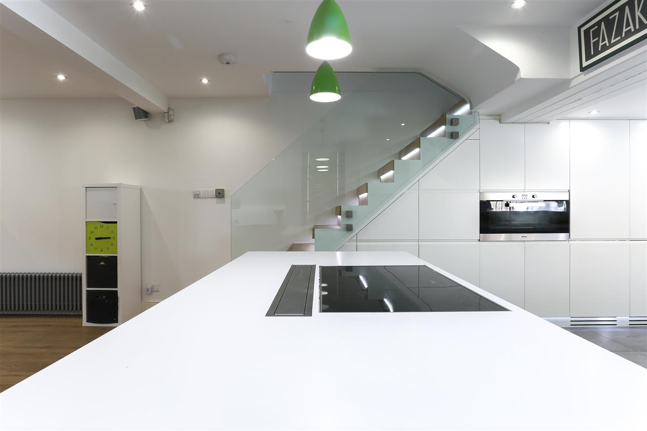 4 bed terraced for sale in Hugo Road, London 9