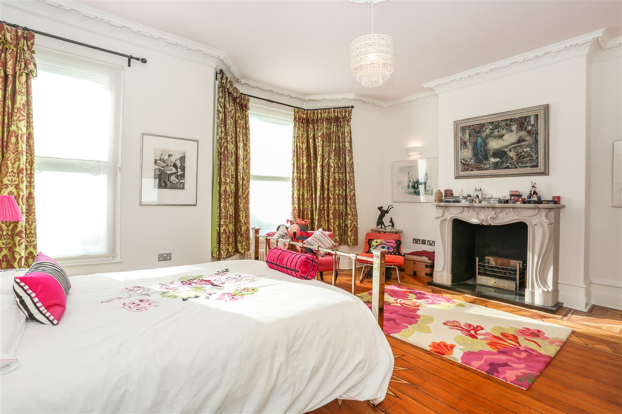 5 bed terraced for sale in St George's Avenue, London 11