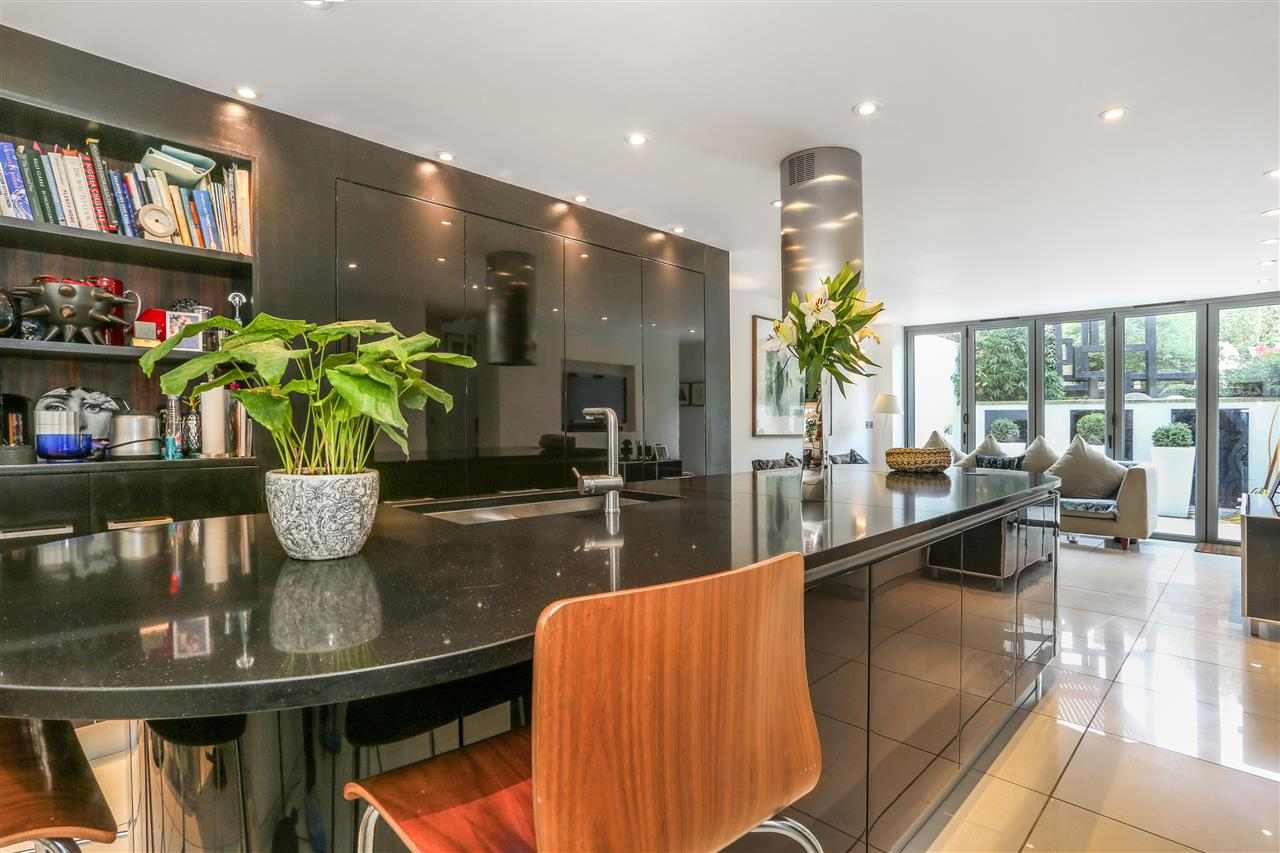 5 bed terraced for sale in St George's Avenue, London 3