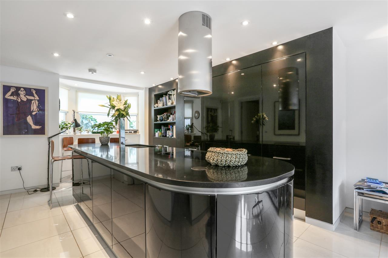 5 bed terraced for sale in St George's Avenue, London 4