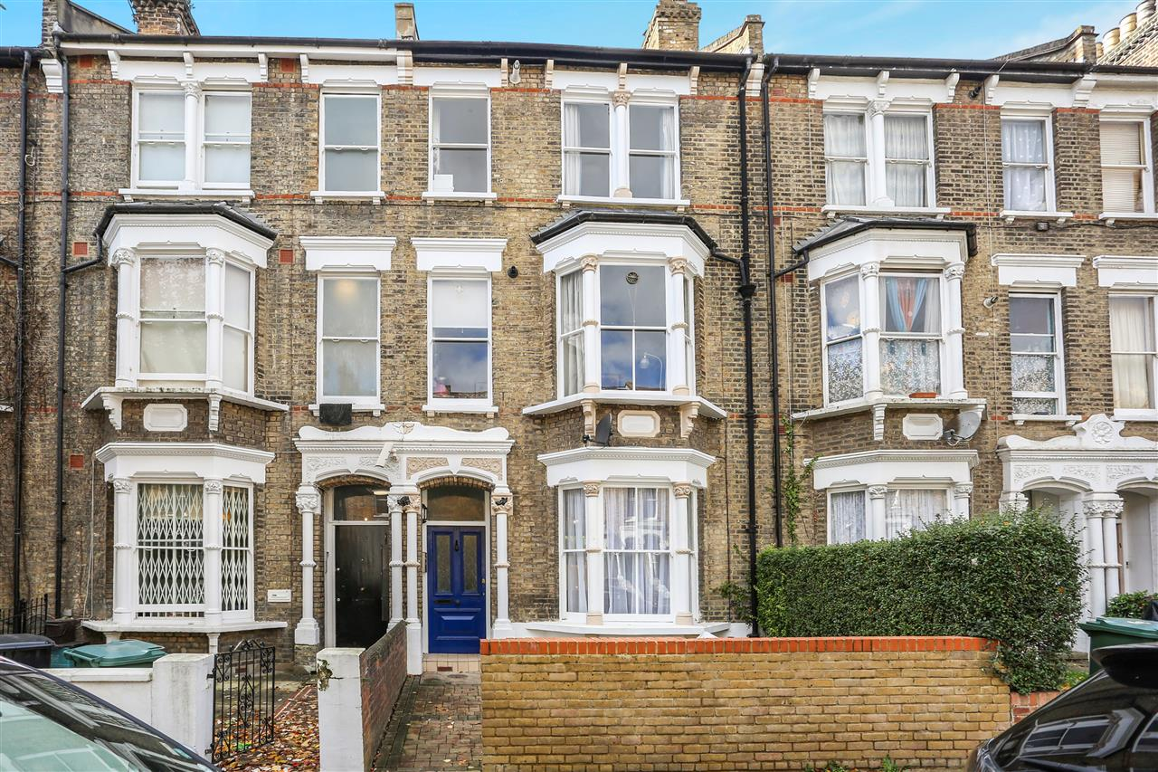 2 bed apartment for sale in Huddleston Road, London, N7