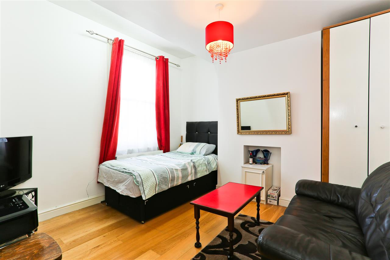4 bed  for sale in Corinne Road, London 10