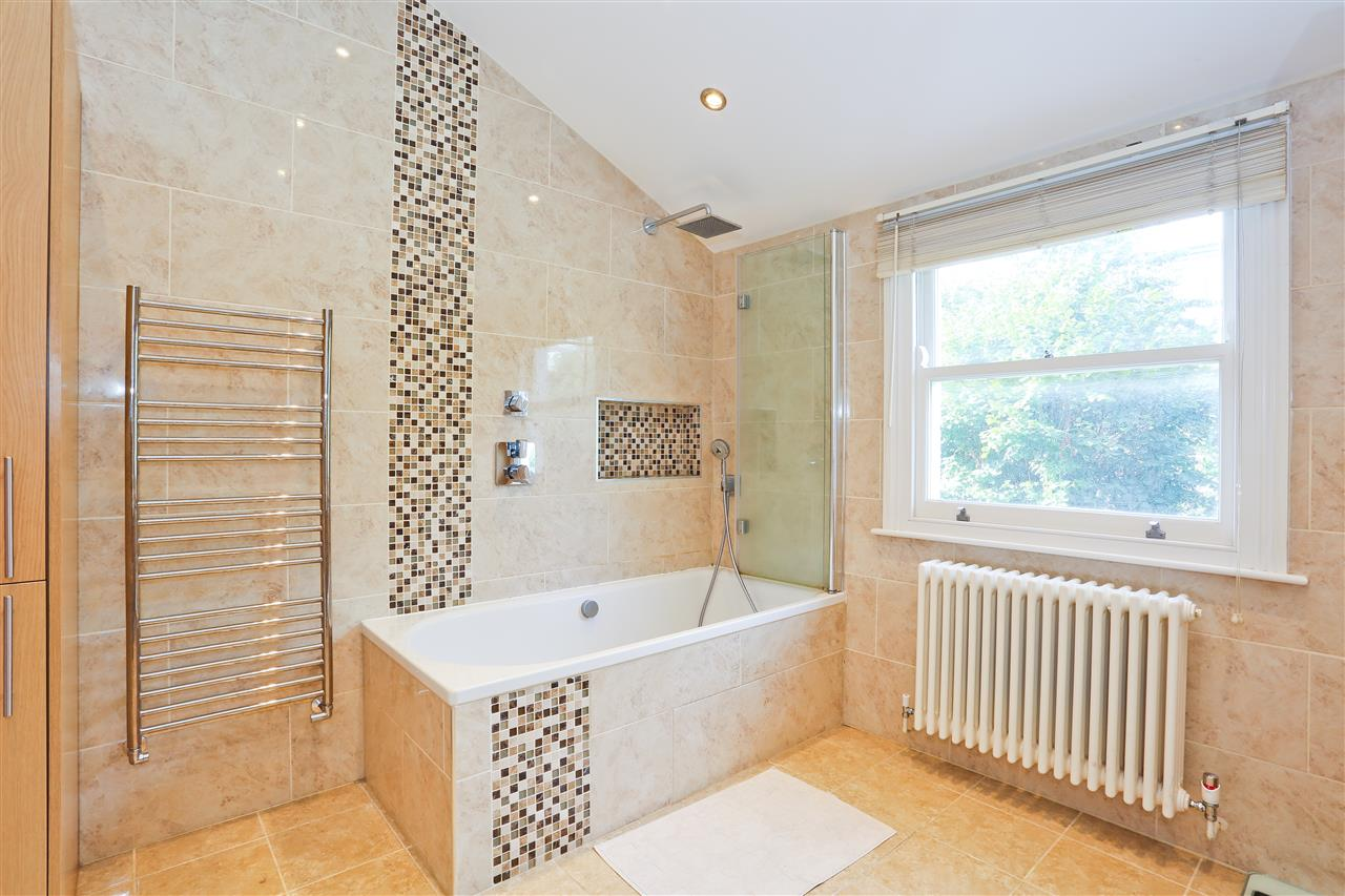 4 bed  for sale in Corinne Road, London 13