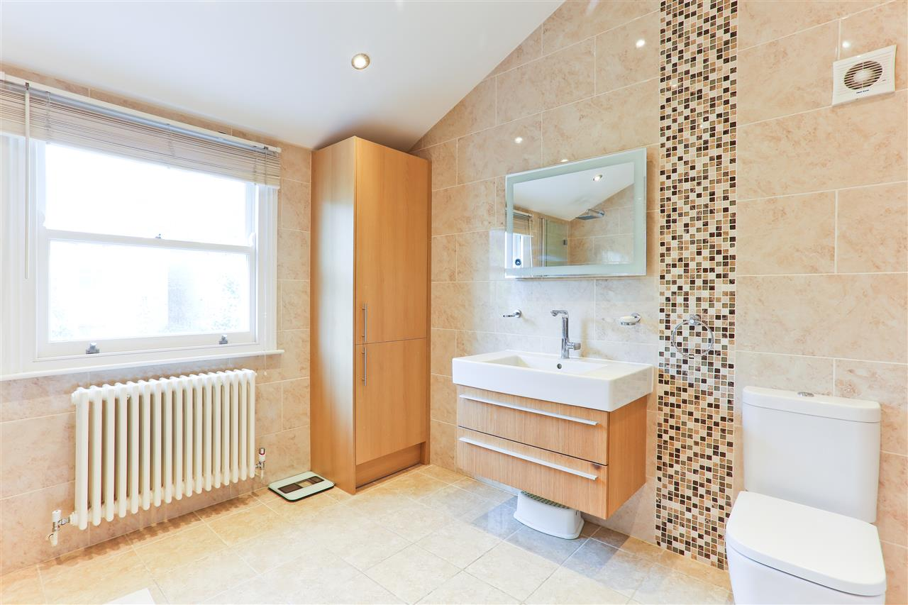 4 bed  for sale in Corinne Road, London 14