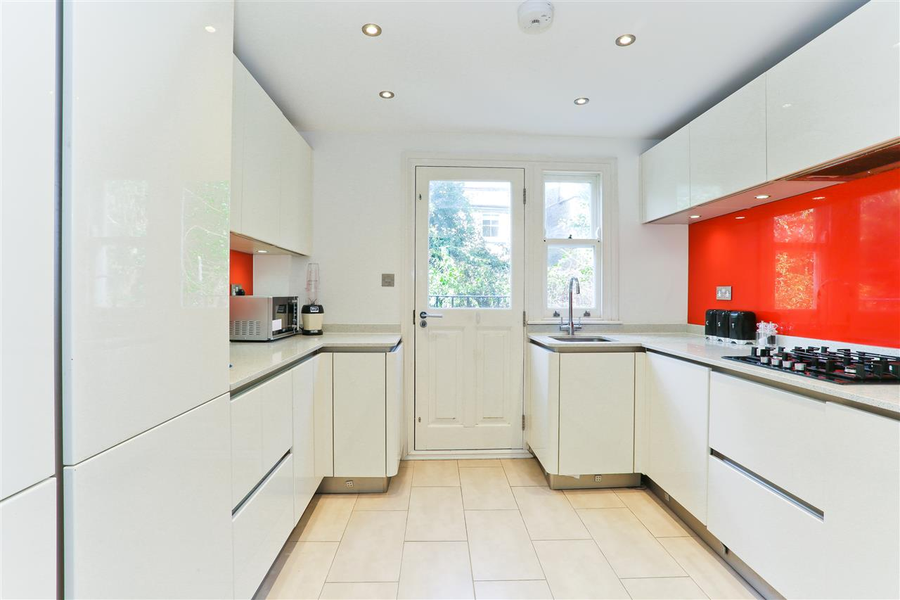 4 bed  for sale in Corinne Road, London 15