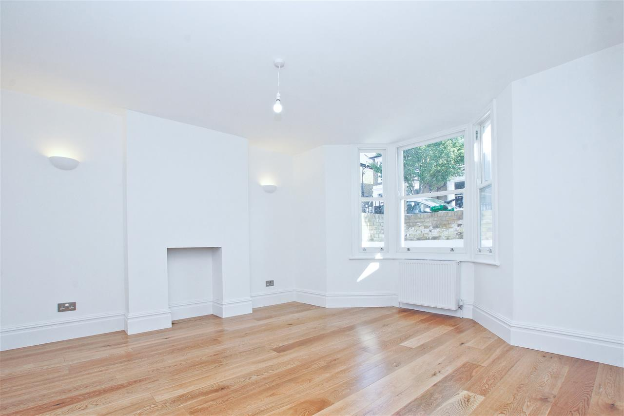 4 bed  for sale in Corinne Road, London 18