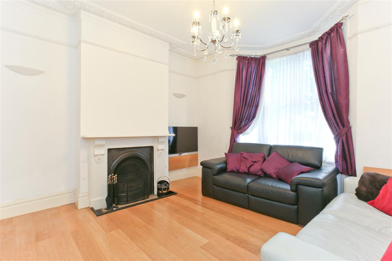 4 bed  for sale in Corinne Road, London 2