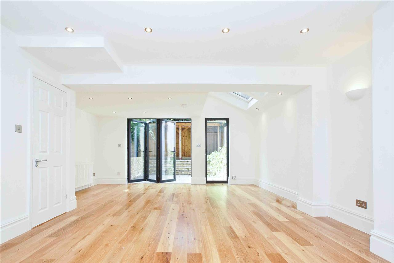 4 bed  for sale in Corinne Road, London 3