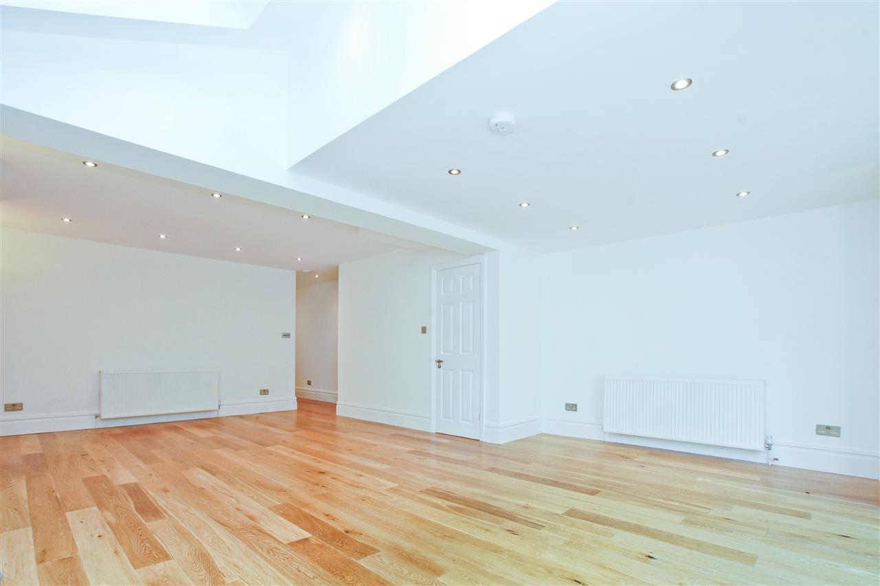 4 bed  for sale in Corinne Road, London 8