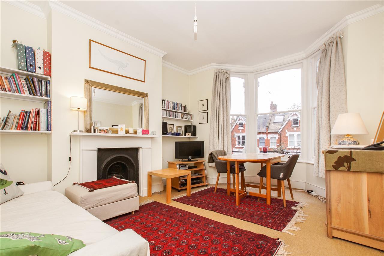 2 bed flat for sale in Mercers Road, London, N19
