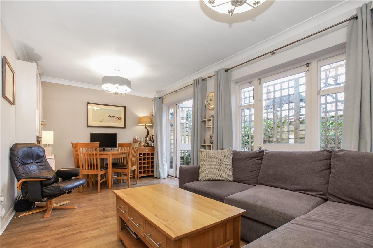 2 bed flat for sale in Chetwynd Road, London, NW5