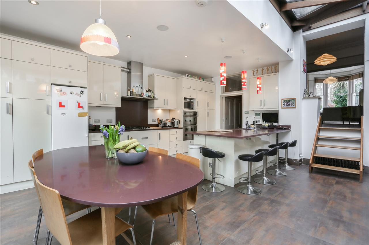 6 bed terraced for sale in Mercers Road, London 5