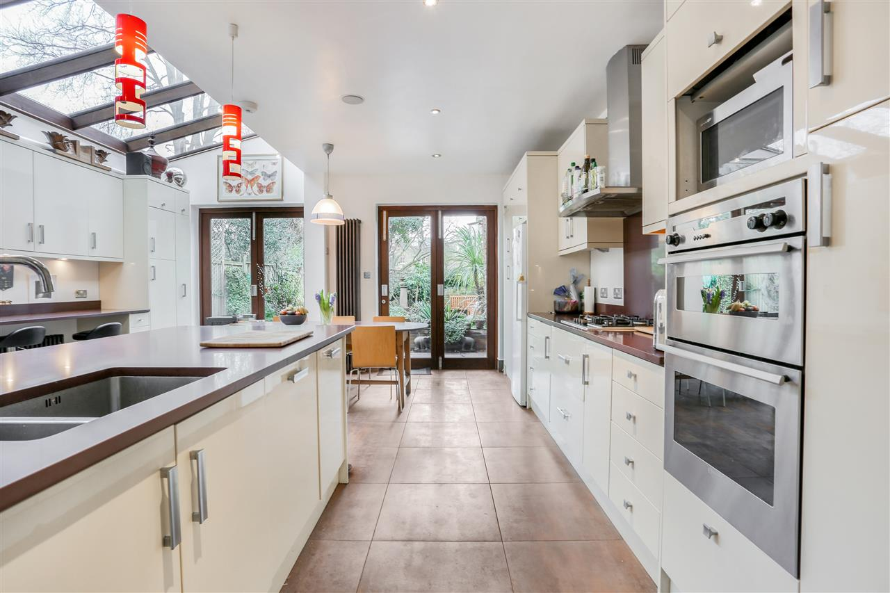 6 bed terraced for sale in Mercers Road, London 6