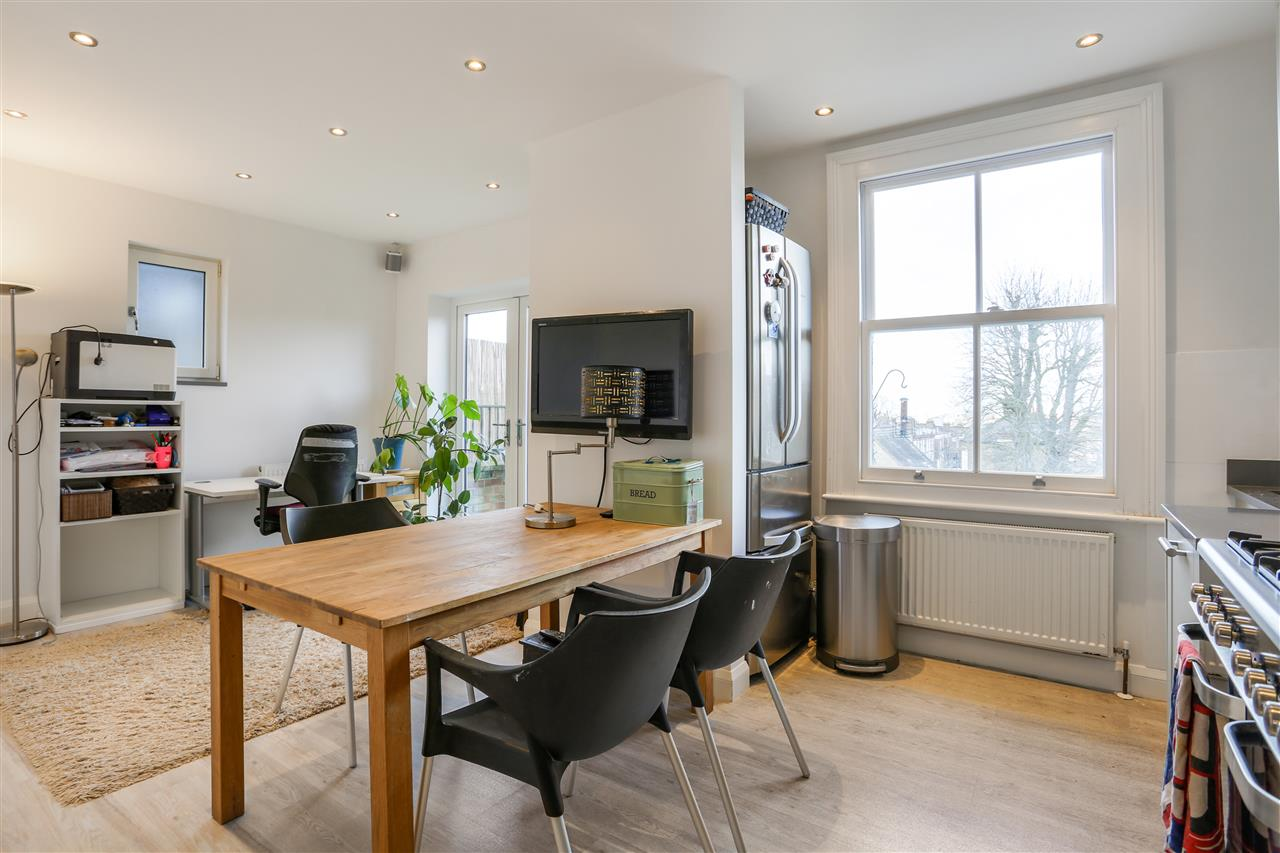 3 bed flat for sale in Middleton Grove, London, N7