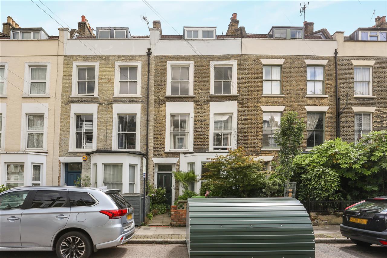2 bed flat for sale in Arthur Road, London, N7
