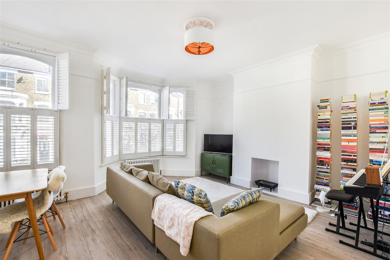 3 bed apartment for sale in Tabley Road, London, N7