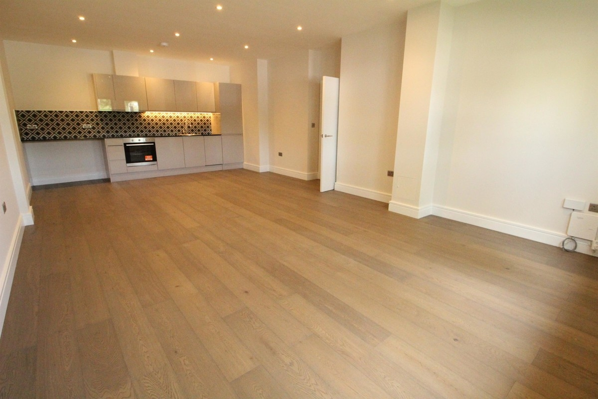 2 bed flat to rent in Wokingham - Property Image 1