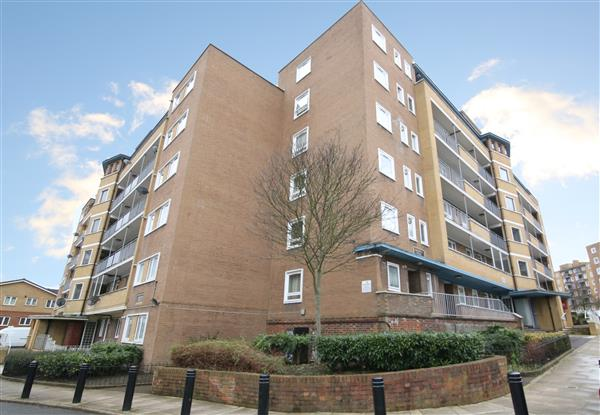 1 bed Flat for sale on High Trees, Tulse Hill SW2 - Property Image 1