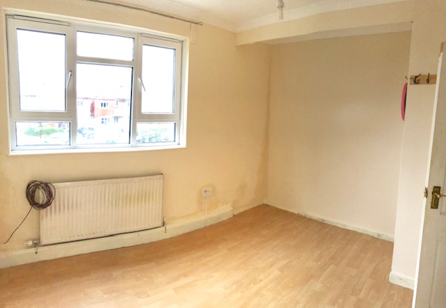 2 bed Flat to rent on Thornton Gardens - Property Image 1