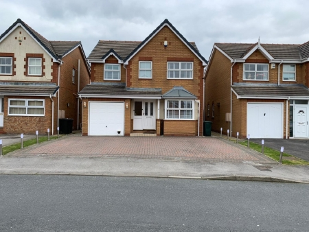 4 bed house to rent in Mill House Rise