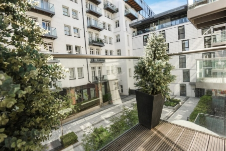 2 bed Flat for sale on 42 Christopher Court, Leman Street E1