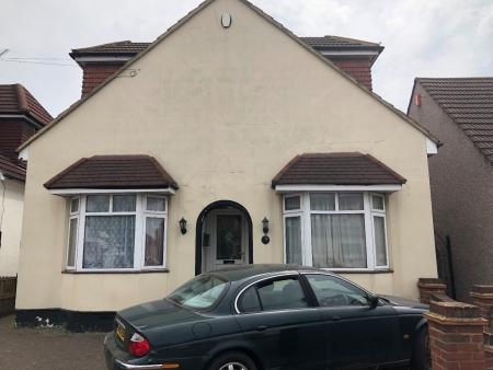 2 bed House to rent on cardiz road dagenham Rm10