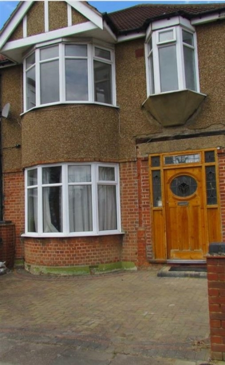 3 bed House to rent on Brain Road, Chadwell Heath