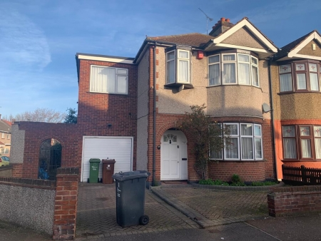 5 bed House to rent on Stanley Avenue