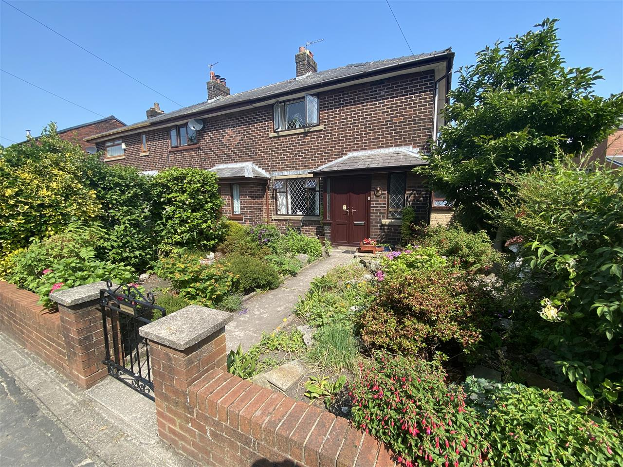 3 bed terraced to rent in Rawlinson Lane, Heath Charnock, PR6