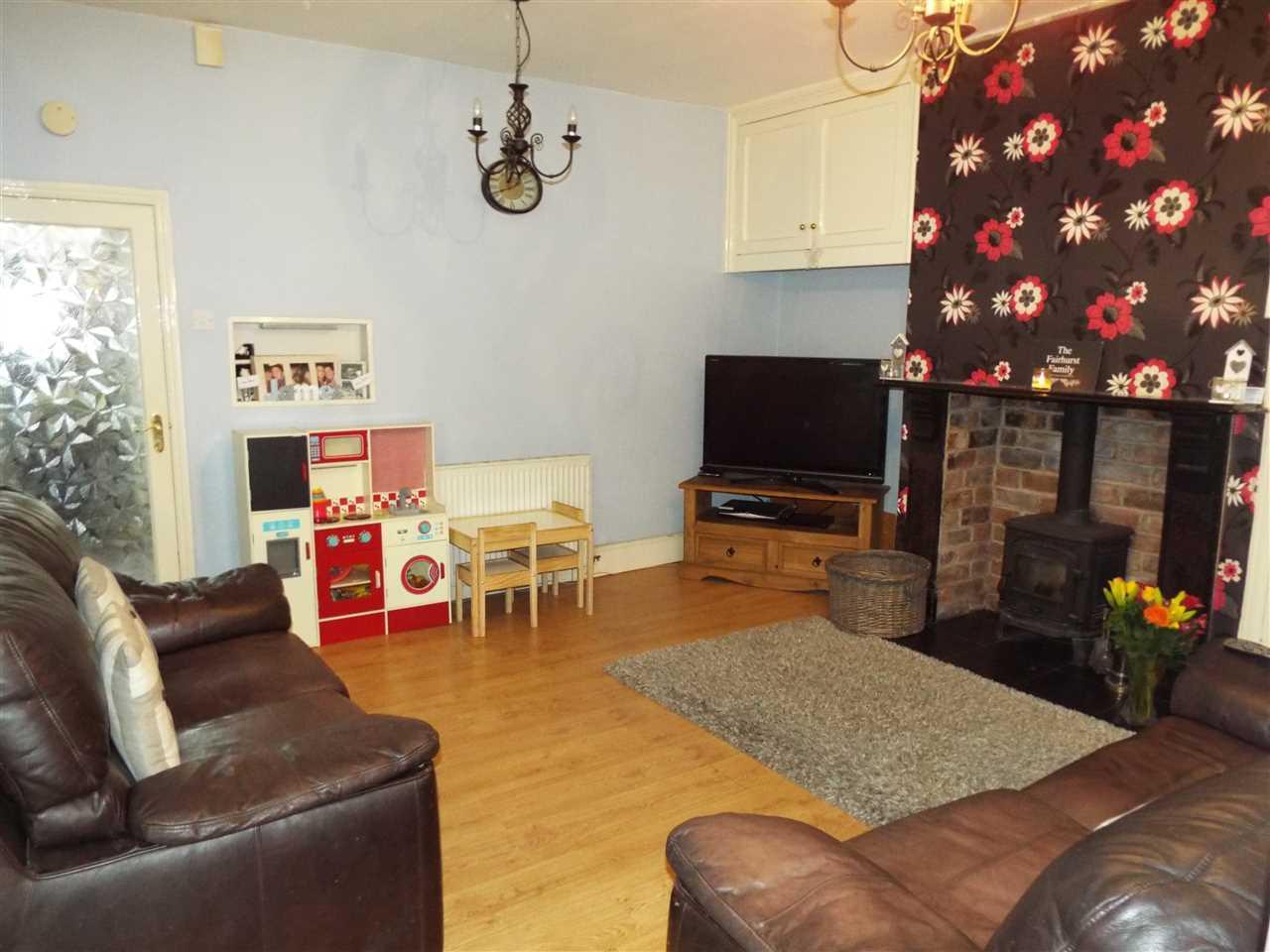 3 bed end-of-terrace for sale in Park Road, Adlington, Adlington 5